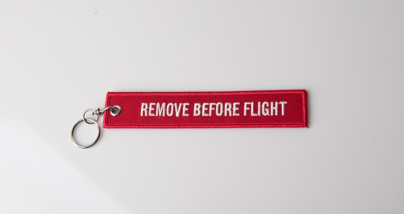 "Брелок ""Remove before flight"""